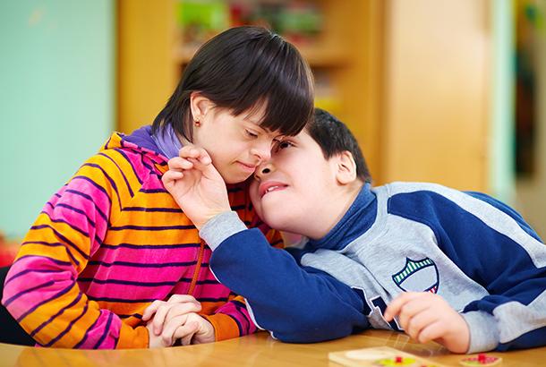 2 kinderen met meervoudige beperking