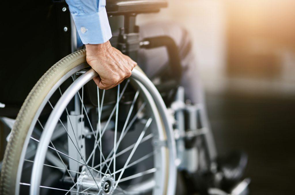 Illustratief: uitvergroting van het wil van een rolstoel