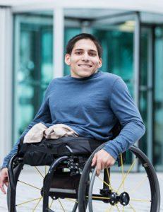 Jongeman in rolstoel